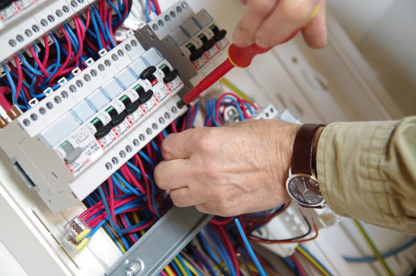 compteur électrique ouvert