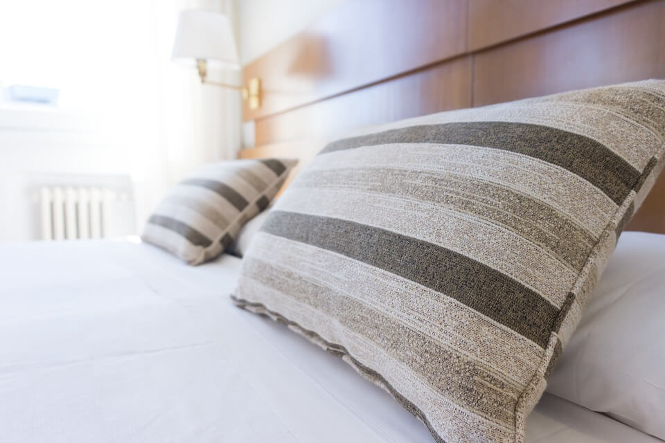 lit avec oreillers