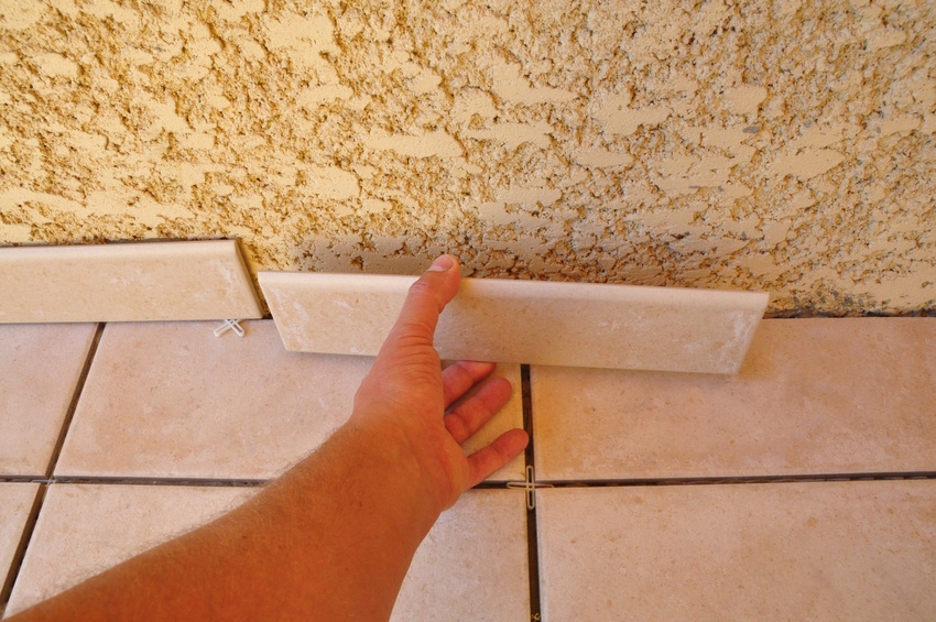 Refaire un plafond for Plinthes de carrelage