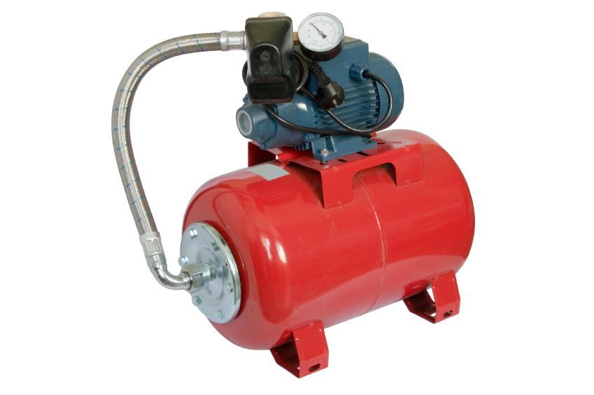 pompe à eau rouge